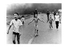 Foto bambini dopo attacco Napalm