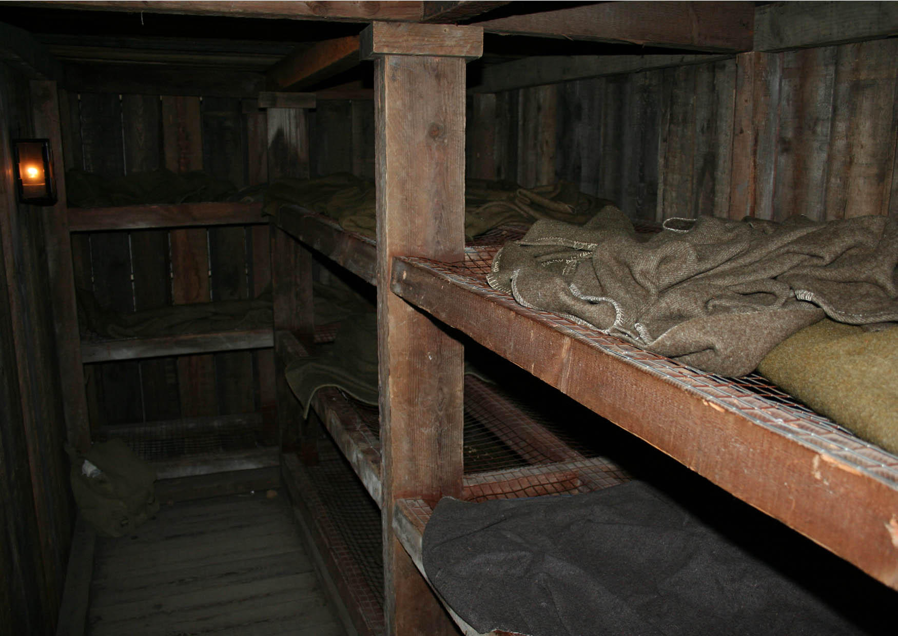 Fotografia dormitori all 39 interno dei rifugi sotterranei imm 12722 - Terras schuilplaats ...