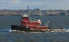 Foto nave rimorchio nel porto di New York